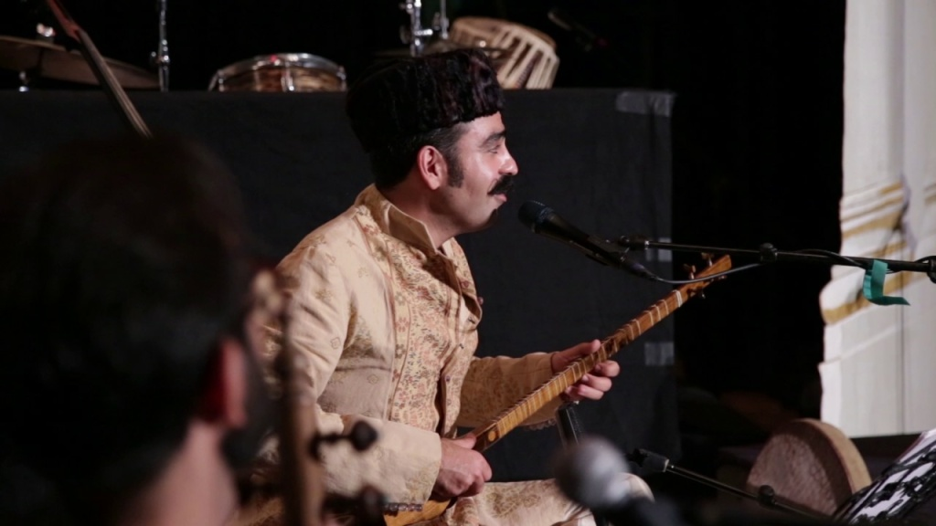 Iranian-American musician Fared Shafinury performs.