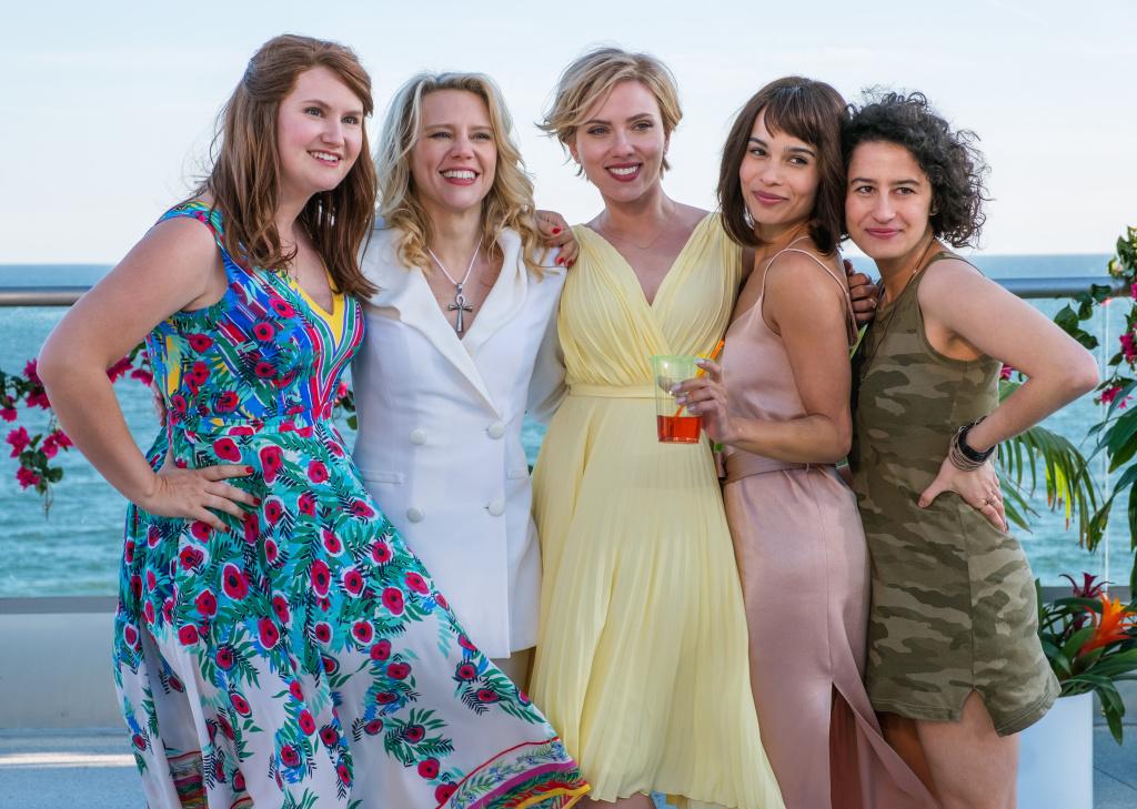 (L to R) Alice (Jillian Bell), Pippa (Kate McKinnon), Jess (Scarlett Johansson), Blair (Zoë Kravitz), and Frankie (Illana Grazer) in Columbia Pictures'