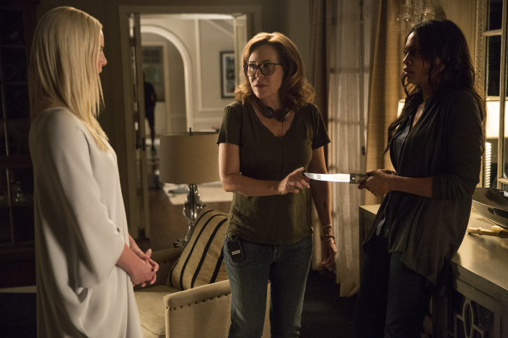 (L-R) Katherine Heigl, director/producer Denise Di Novi and Rosario Dawson on the set of