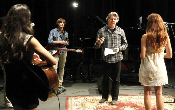 Musician Steve Miller speaks to a group of student musicians at USC.