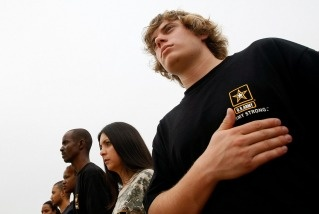 File photo: Soldier-recruits for the active-duty Army, National Guard and Army Reserve, including Logan Bilyeu (R) take part in a swearing-in ceremony at the Jefferson Memorial October 4, 2007 in Washington, DC.
