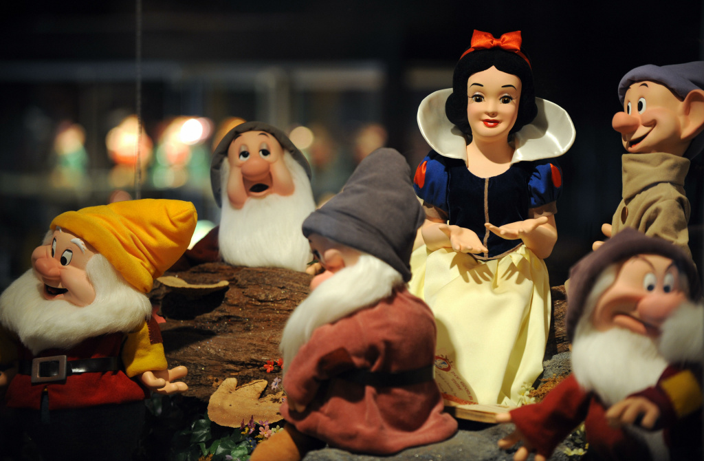 A statue of Snow White and the Seven Dwarfs.