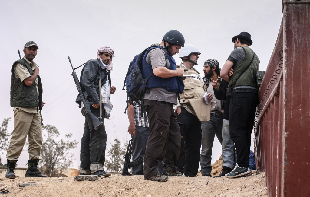 In this handout image, American journalist Steven Sotloff (center with black helmet) talks to Libyan rebels on the Al Dafniya front line on June 2, 2011 near Misrata, Libya. Sotloff was kidnapped in August 2013 near Aleppo, Syria, and was recently shown on a jihadist video in which fellow US journalist James Foley was executed.