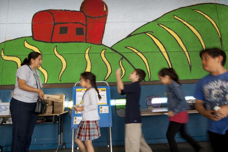 SCHOOL LUNCH 005