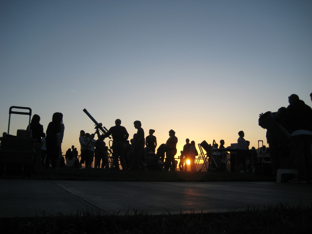 File: The Public Star Party at the Griffith Observatory at sunset.