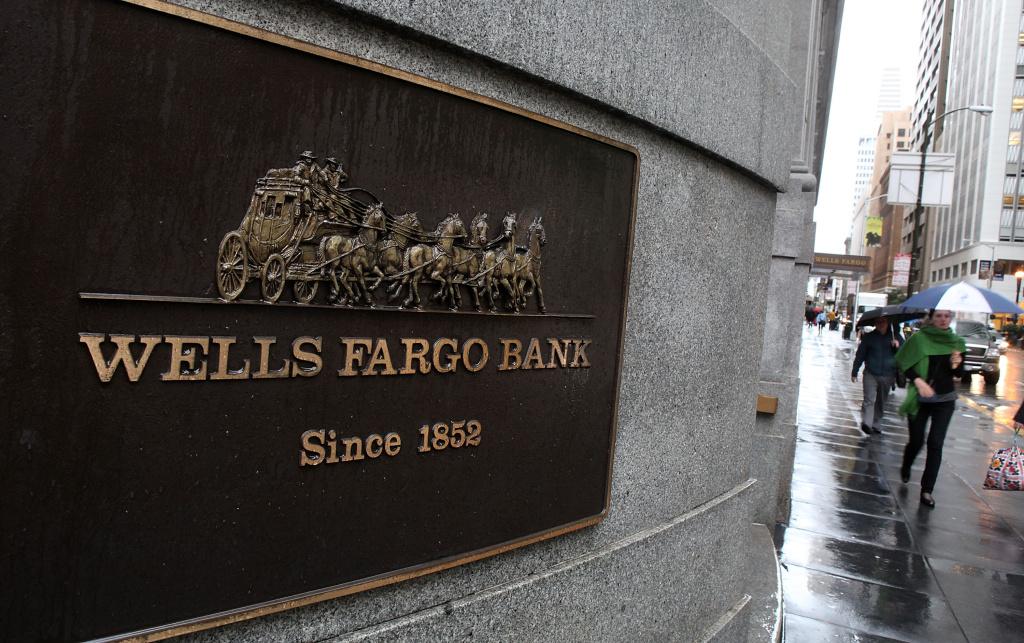 SAN FRANCISCO - JANUARY 20:  Pedestrians walk by  a Wells Fargo Bank branch office January 20, 2010 in San Francisco, California.