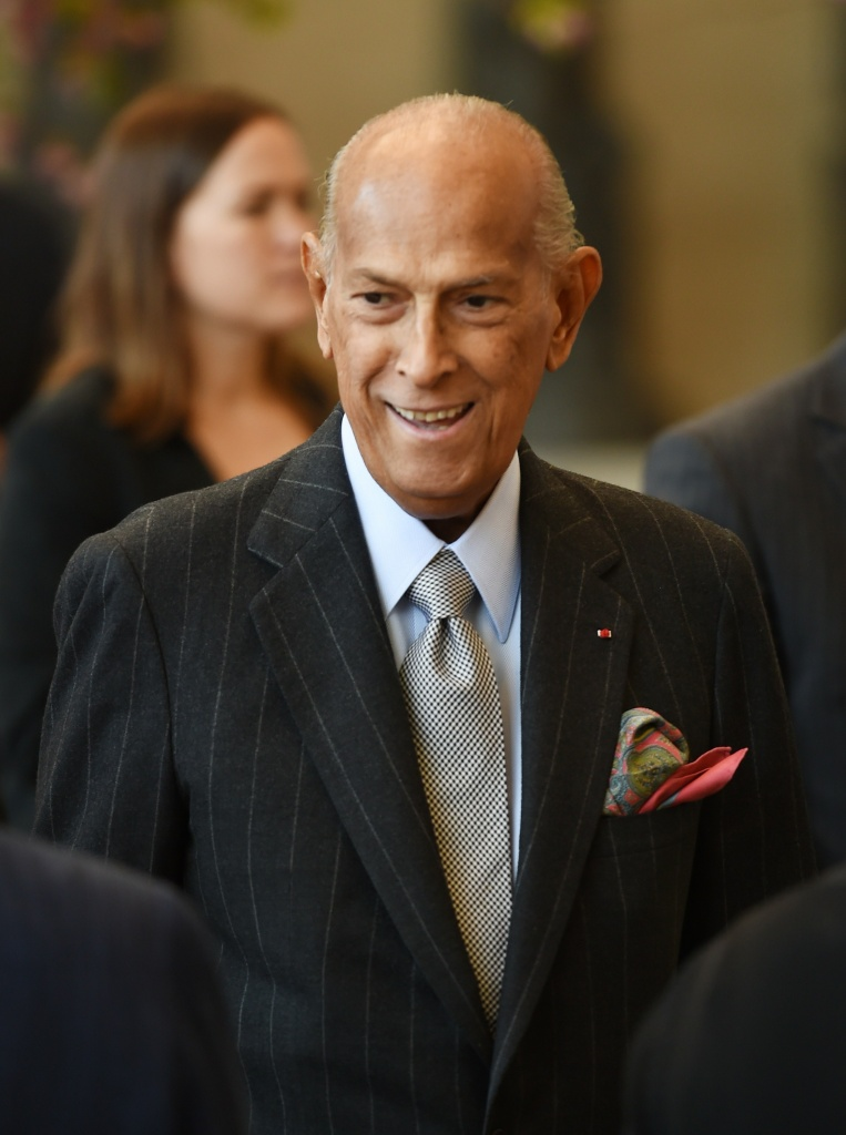 Fashion designer Oscar de la Renta attends the official opening of The Costume Institutes new Anna Wintour Costume Center at The Metropolitan Museum of Art on May 5, 2014 in New York. The ceremony took place in the museum's Temple of Dendur.