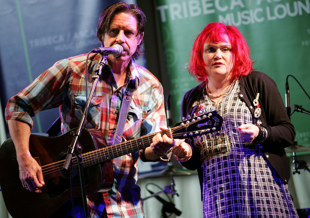 Musicians John Doe (L) and Exene Cervenka of the band