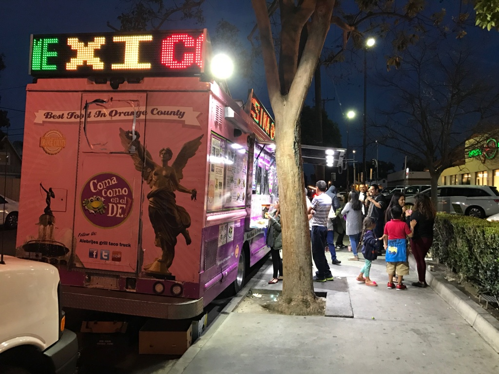 Alebrijes Grill taco truck in Santa Ana. City Council voted March 7, 2017 to put new regulations on food trucks, including prohibiting lighted signs.