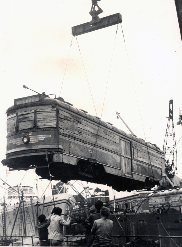 Pacific Electric car No. 732 boarding a ship on its way to Buenos Aires, Argentina.