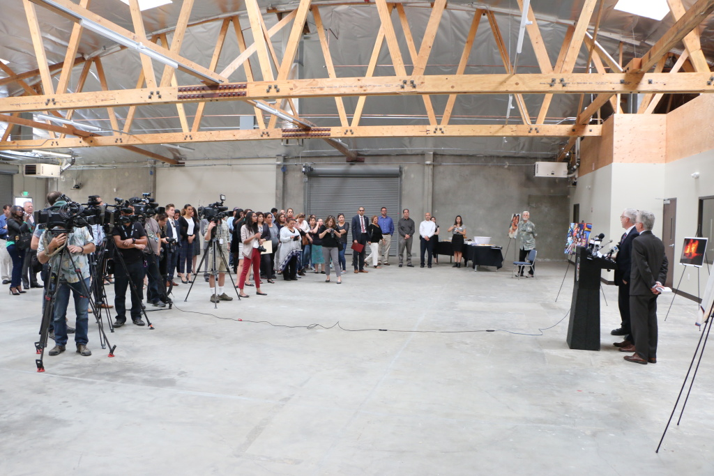 San fernando valley homeless shelter reopens facility for Homeless shelter in los angeles