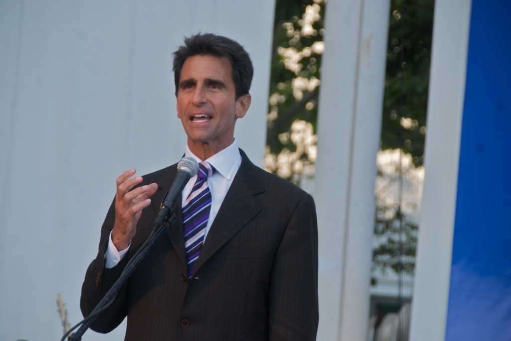 State Senator Mark Leno proposed SB-649 to ease the sentencing for cocaine and heroin possession.