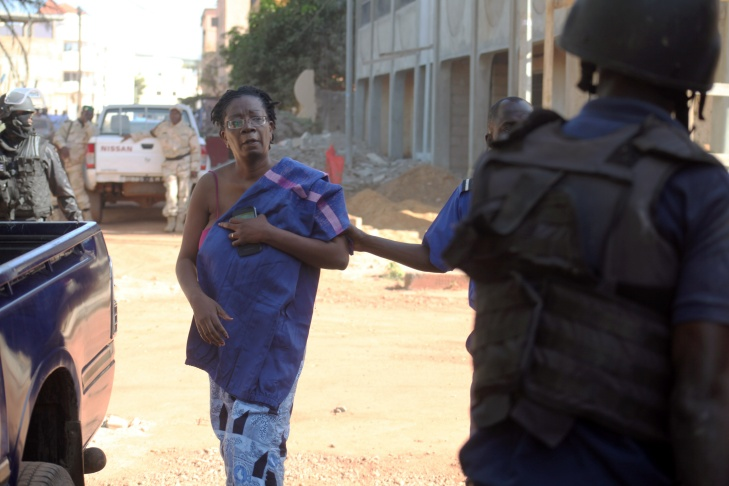 Malian security forces prepare to transport hostages freed from the Radisson Blu hotel in Bamako on November 20, 2015. Gunmen went on a shooting rampage at the luxury hotel in Mali's capital Bamako, seizing 170 guests and staff in an ongoing hostage-taking that has left at least three people dead.