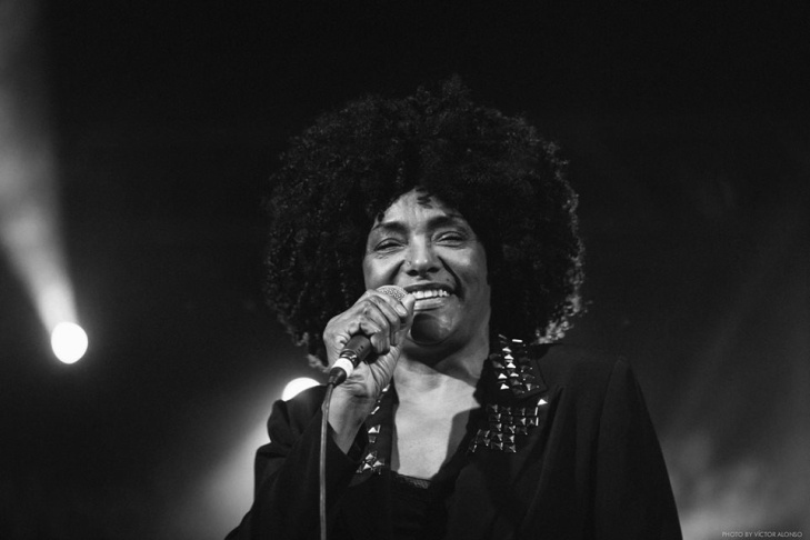 Image of singer Lala Brooks.