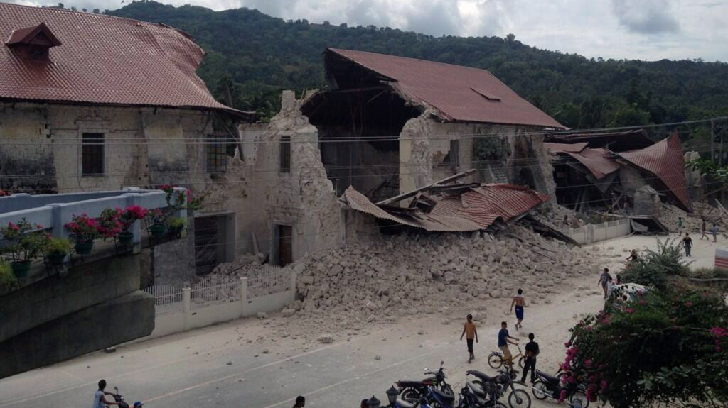 People inspect damage to the Church of San Pedro in the town Loboc, Bohol, after a powerful earthquake struck the region early on Oct. 15, 2013. The earthquake hit near one of the Philippines key tourist hubs, the United States Geological Survey reported.