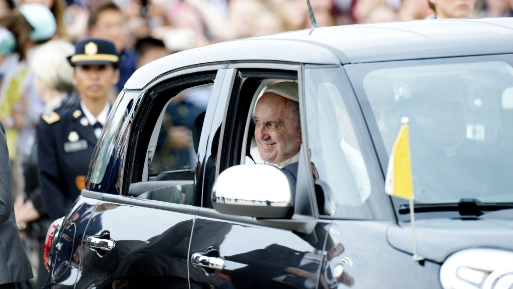 Pope Francis departs in a Fiat after arriving from Cuba September 22, 2015 at Joint Base Andrews, Maryland. Francis will be visiting Washington, New York City and Philadelphia during his first trip to the United States as Pope. (Photo by Olivier Douliery-Pool/Getty Images)