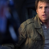 Tom Cruise and Annabelle Wallace in a scene from Universal's The Mummy