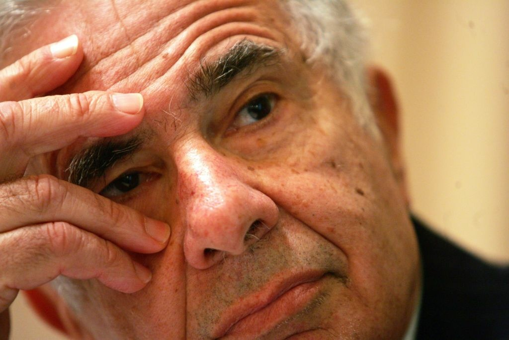 Billionaire investor Carl Icahn is pushing for changes at Apple.