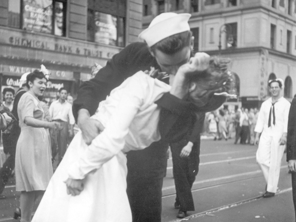 A sailor and a woman kiss in New York's Times Square to celebrate the end of WWII, taken by a U.S. Navy photographer. The sailor, identified later as George Mendonsa, has died at 95.