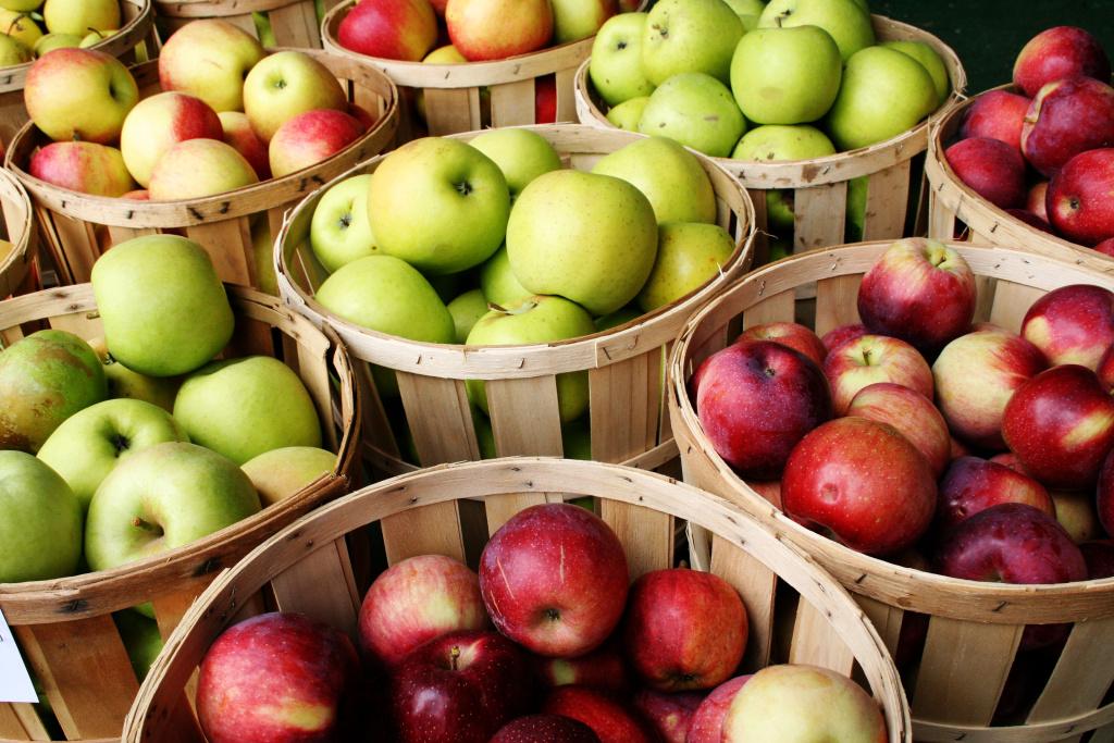So many apples.