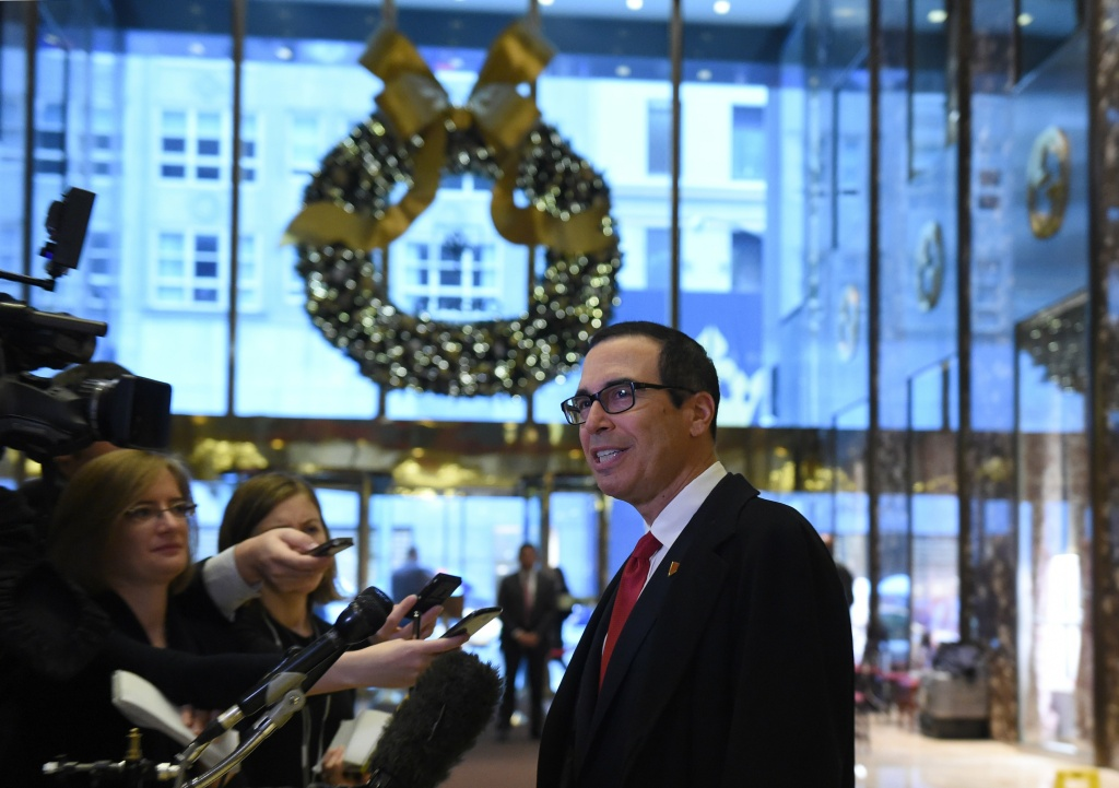Former Goldman Sachs executive Steven Mnuchin arrives at  Trump Tower on  another day of  meetings with US President-elect Donald Trump November 30, 2016.  Trump named Mnuchin for US Treasury secretary Wednesday. / AFP / TIMOTHY A. CLARY        (Photo credit should read TIMOTHY A. CLARY/AFP/Getty Images)