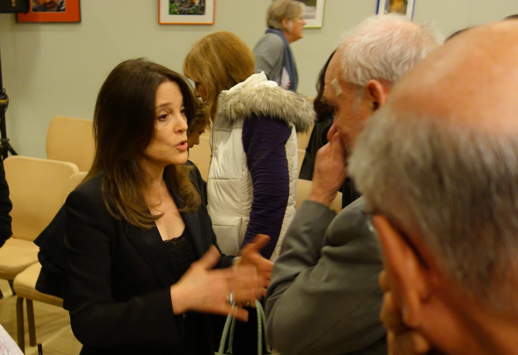 Independent Congressional candidate Marianne Williamson has picked up an endorsement from a one-time opponent.