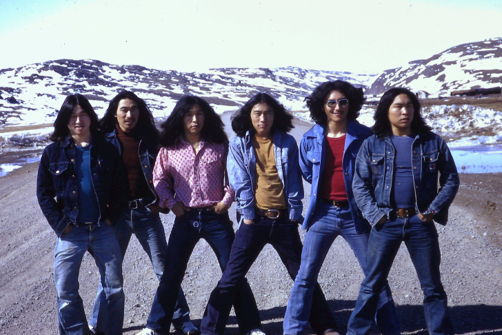 Group photo of the Inuit band Sugluk.