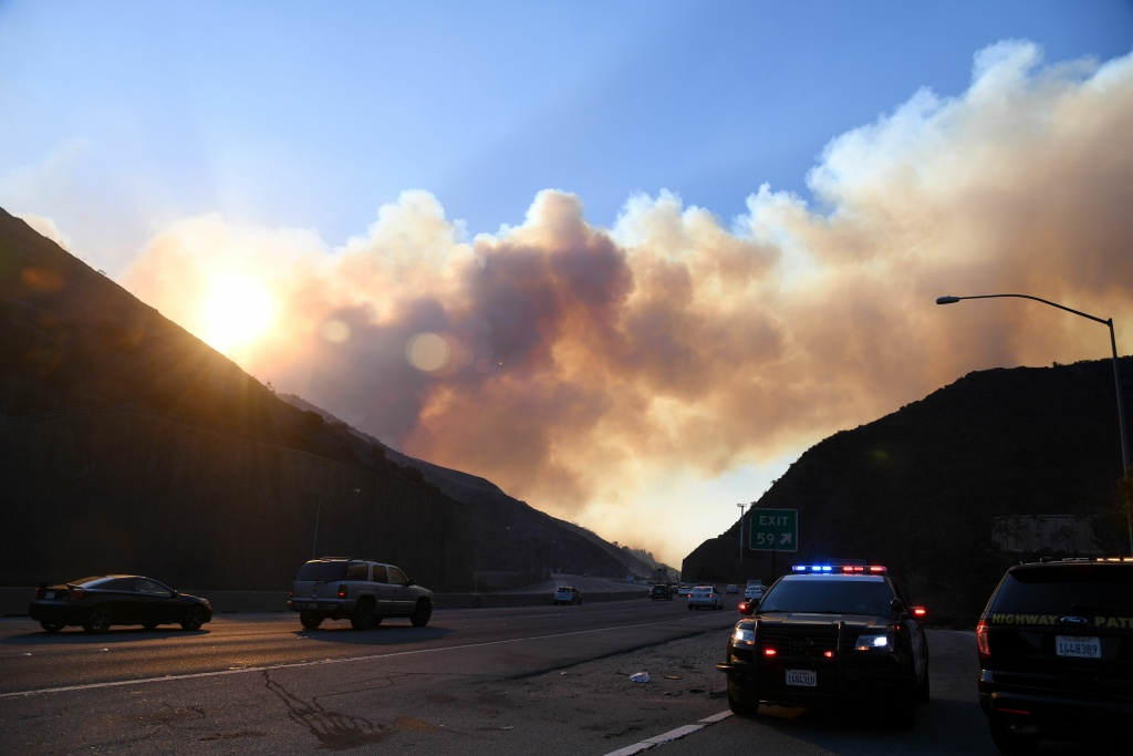 Smoke from the Skirball Fire rises above the 405 freeway near the Bel Air area of Los Angeles, California, Dec. 6, 2017.