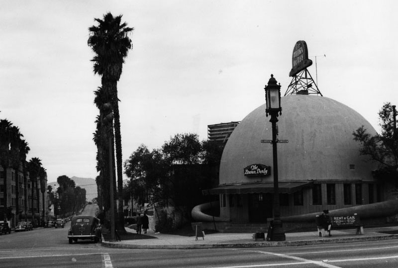 The Brown Derby on Wilshire Bouelvard, circa 1940.