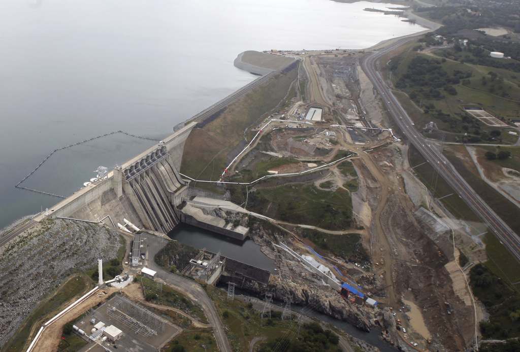 Two dams illustrate challenge of maintaining older designs | 89 3 KPCC