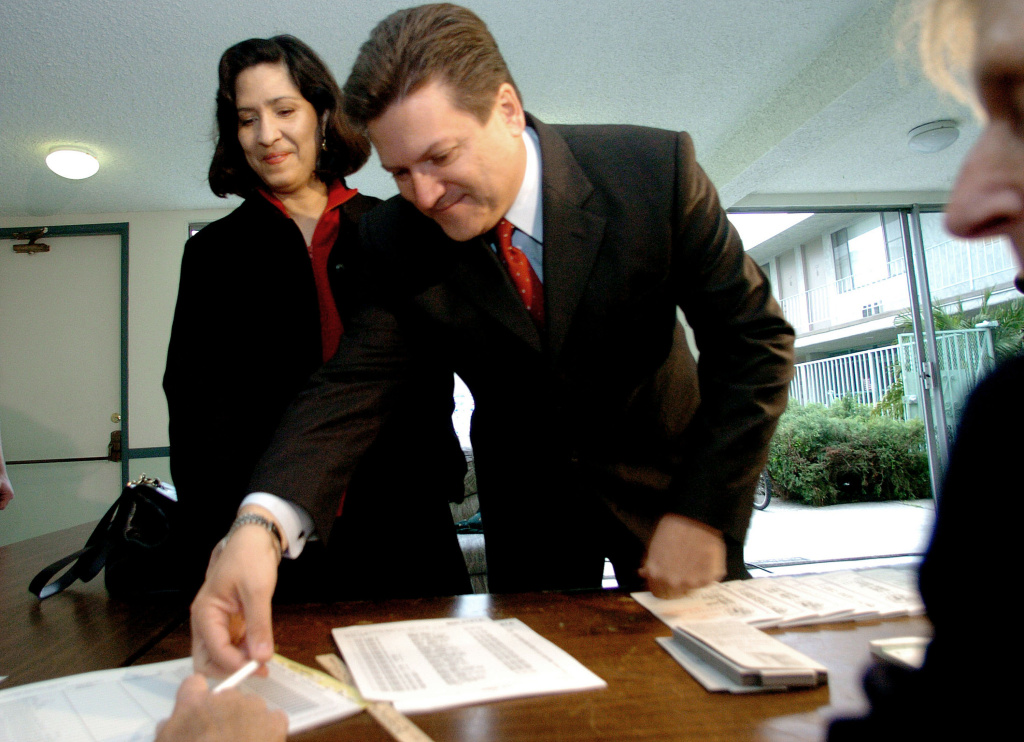 Sen. Bob Hertzberg fills out a ballot to vote at a polling station with his wife Cynthia Telles to cast his vote in the Los Angeles mayoral primary March 8, 2005 in Sherman Oaks, California.