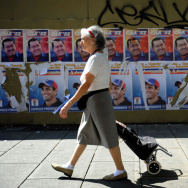 VENEZUELA-ELECTIONS-CAMPAIGN-CHAVEZ-CAPRILES