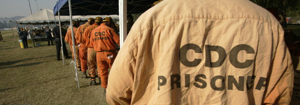 Inmates from surrounding prisons line up after working to contain a wildfire in Simi Valley, CA 30 September 2005.