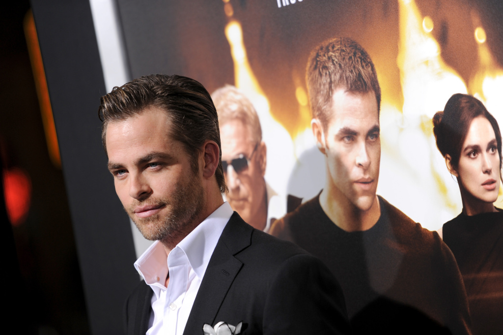 Actor Chris Pine attends the premiere of Paramount Pictures'