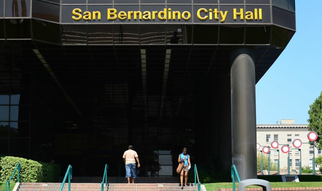 San Bernardino's bankruptcy has sparked a recall campaign against the mayor, city attorney and the entire City Council.The city east of Los Angeles declared bankruptcy in August, under crushing debt.