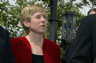 Wendy Greuel at the Grove Theatre on April 29, 2004 in Los Angeles, watching Los Angeles City Attorney Rocky Delgadillo speaking to the press.
