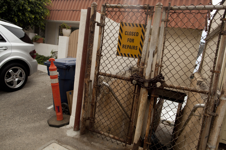A locked gate at 21660 Pacific Coast Highway blocks beach access in Malibu. For years coastal advocates have been pushing the California Coastal Commission to crack down on homeowners erecting landscaping, fences and fake