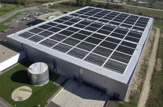 A Solyndra solar rooftoop installation. The company has now gone bankrupt and is laying off over 1,000 workers.