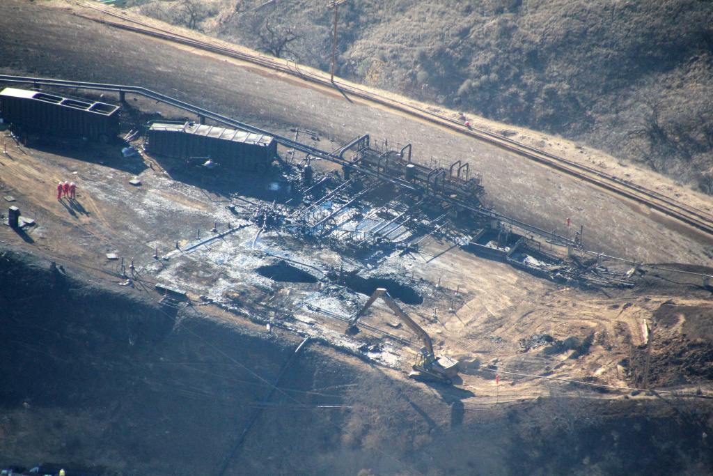 Overhead photos show the leaking Aliso Canyon well pad near the Porter Ranch community on Dec. 17, 2015.