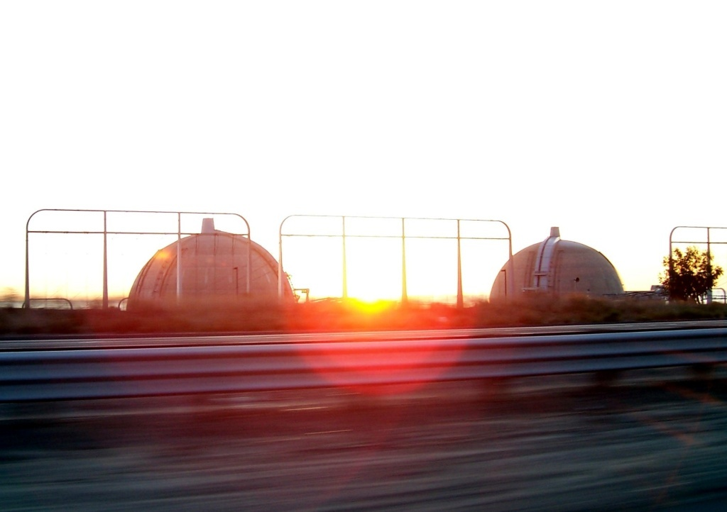 A deal was reached Thursday between the operators of the shutdown San Onofre nuclear power plant and consumer advocates over who, ratepayers or plant owners, should pay for billions of dollars in costs related to the plant's closure.