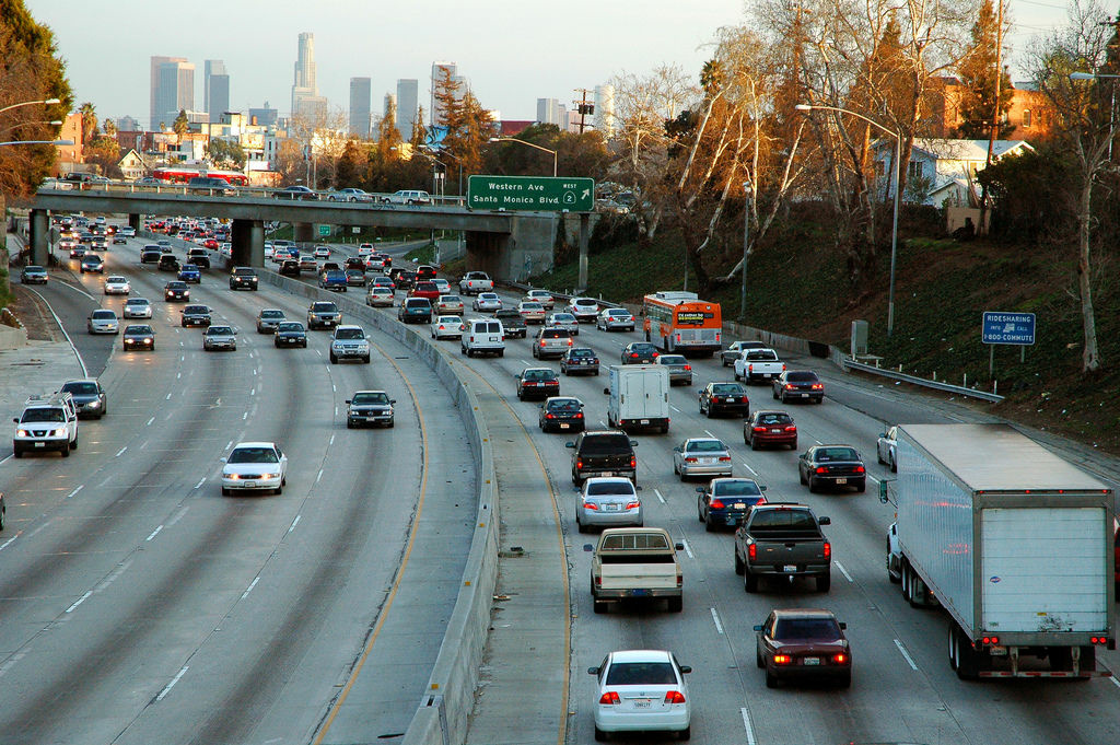 A view of the 101 freeway from the Wilton Avenue bridge