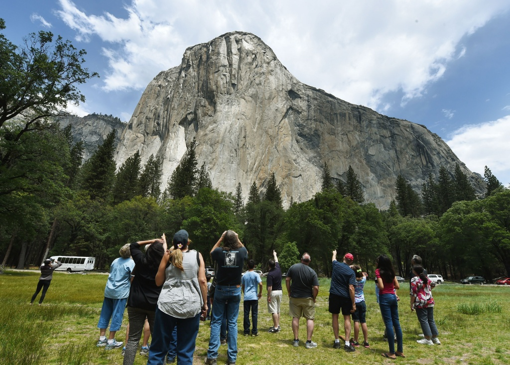 Rock fall strikes Yosemite for a second day