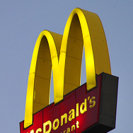 The sign for McDonald's restaurant is se