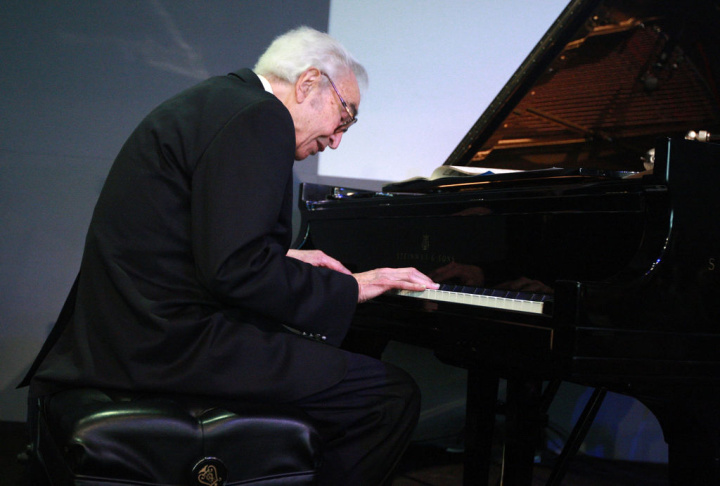 Dave Brubeck Visits The Apple Store Soho For An Evening Of Words And Music