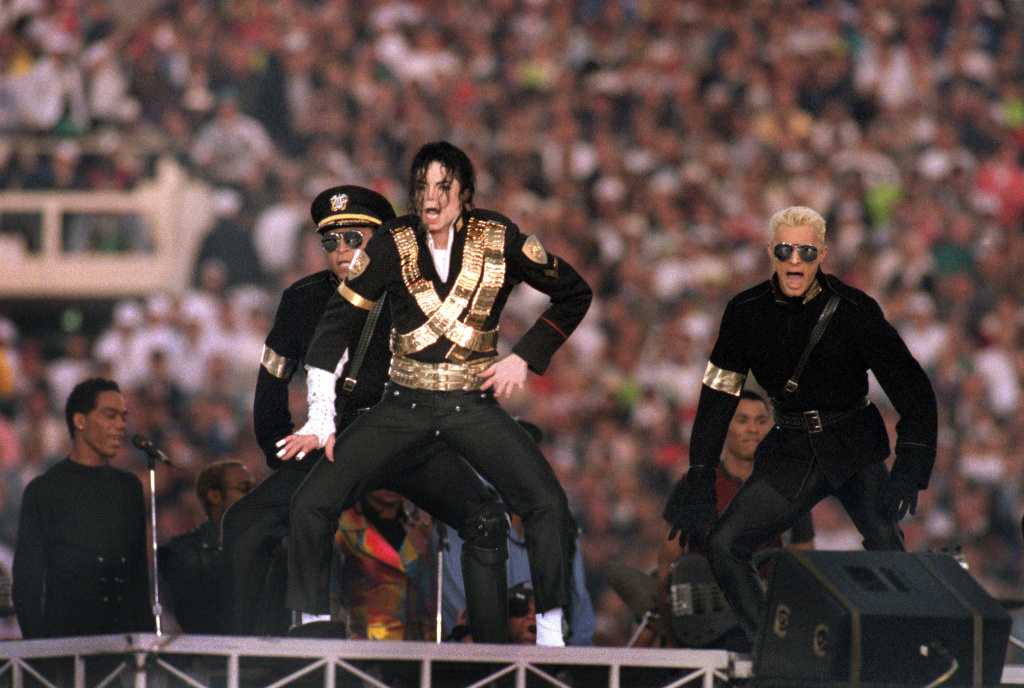 Michael Jackson performs during the Halftime show as the Dallas Cowboys take on the Buffalo Bills in Super Bowl XXVII at Rose Bowl on January 31, 1993 in Pasadena, California.