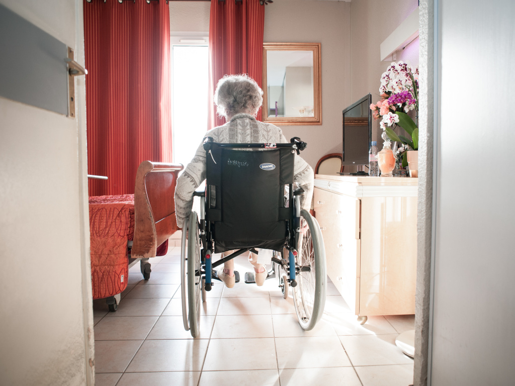 Medicare's new program will alter a year's worth of payments to 14,959 skilled nursing facilities across the U.S., based on how often in the past fiscal year their residents ended up back in hospitals within 30 days of leaving.
