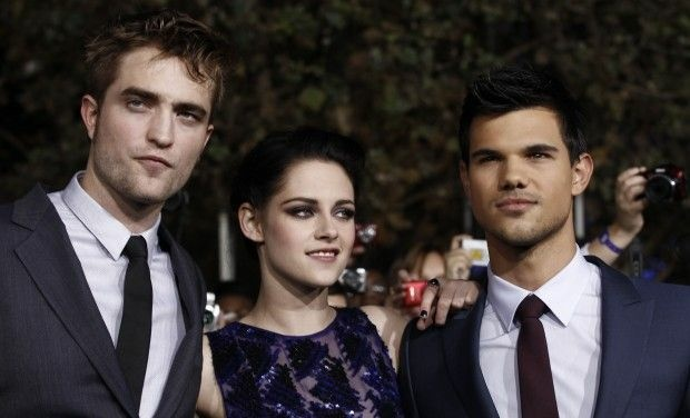 Robert Pattinson, Left, Kristen Stewart, and Taylor Launter, right, arrive at the world premiere of