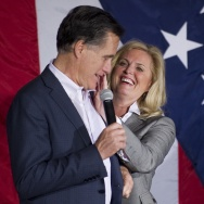 Ann Romney (R) wipes lipstick off Republ