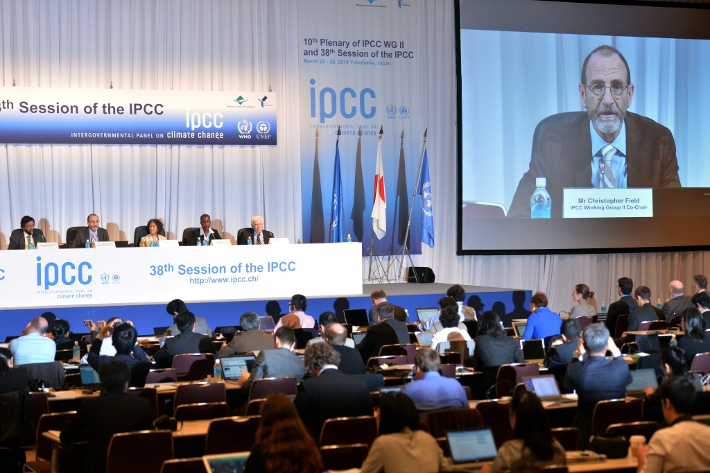 Intergovernmental Panel on Climate Change (IPCC) Working Group II co-chairman Chris Field (2nd L) at a press conference after the 10th plenary of the IPCC Working Group II in Yokohama, suburban Tokyo on March 31, 2014. Soaring carbon emissions will amplify the risk of conflict, hunger, floods and migration this century, the UN's expert panel said in a landmark report on the impact of climate change