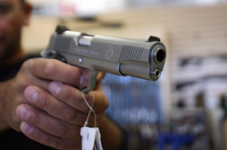 Nerses Karapetyan, from Glendale, buys a gun at the Gun Gallery in Glendale, California, 18 April 2007. The massacre at Virginia Tech has ignited fresh talk in the Democratic-led US Congress about tightening US gun laws but it is doubtful enough lawmakers will tackle the politically charged issue.